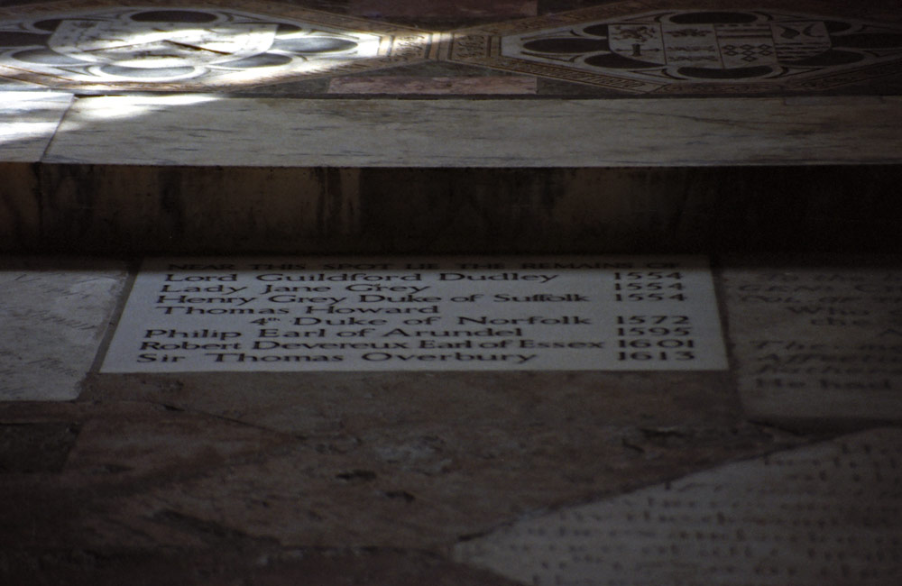 Plaque commemorating Jane, Guildford, Henry, Duke of Suffolk and others in St Peter ad Vincula. (c) Lara Eakins